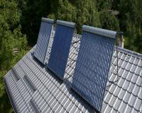 Solárne kolektory na streche domu