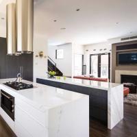Kuchyna s ostrovcekom v lesklom štýle