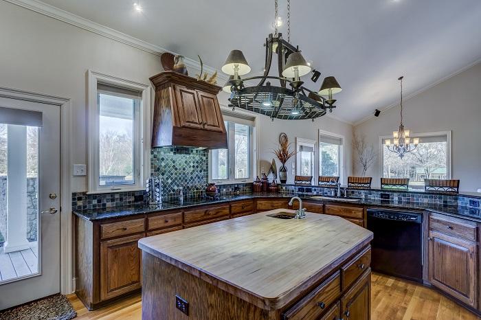 Kuchyna s ostrovcekom a umývadlom