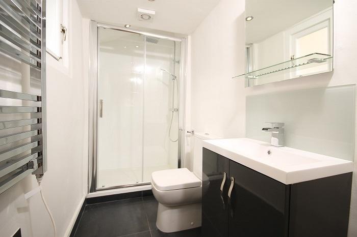 Malé koupelny se sprchovým koutem