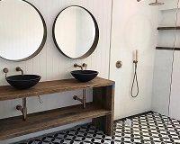 Malé koupelny jsou roztomilé